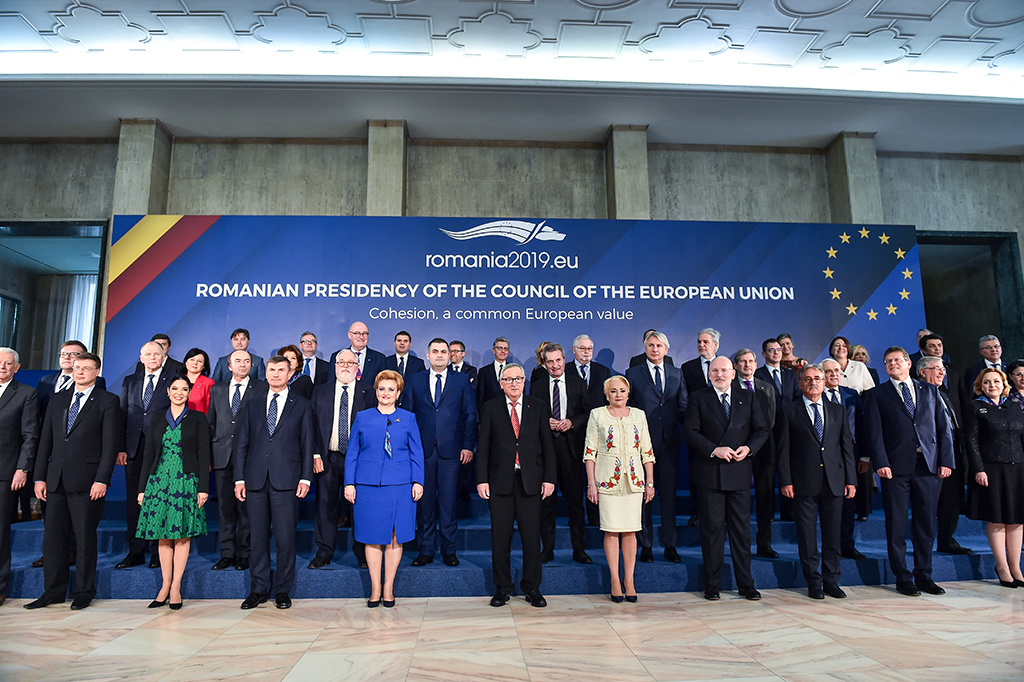 Family photo – visit of the College of Commissioners to Bucharest